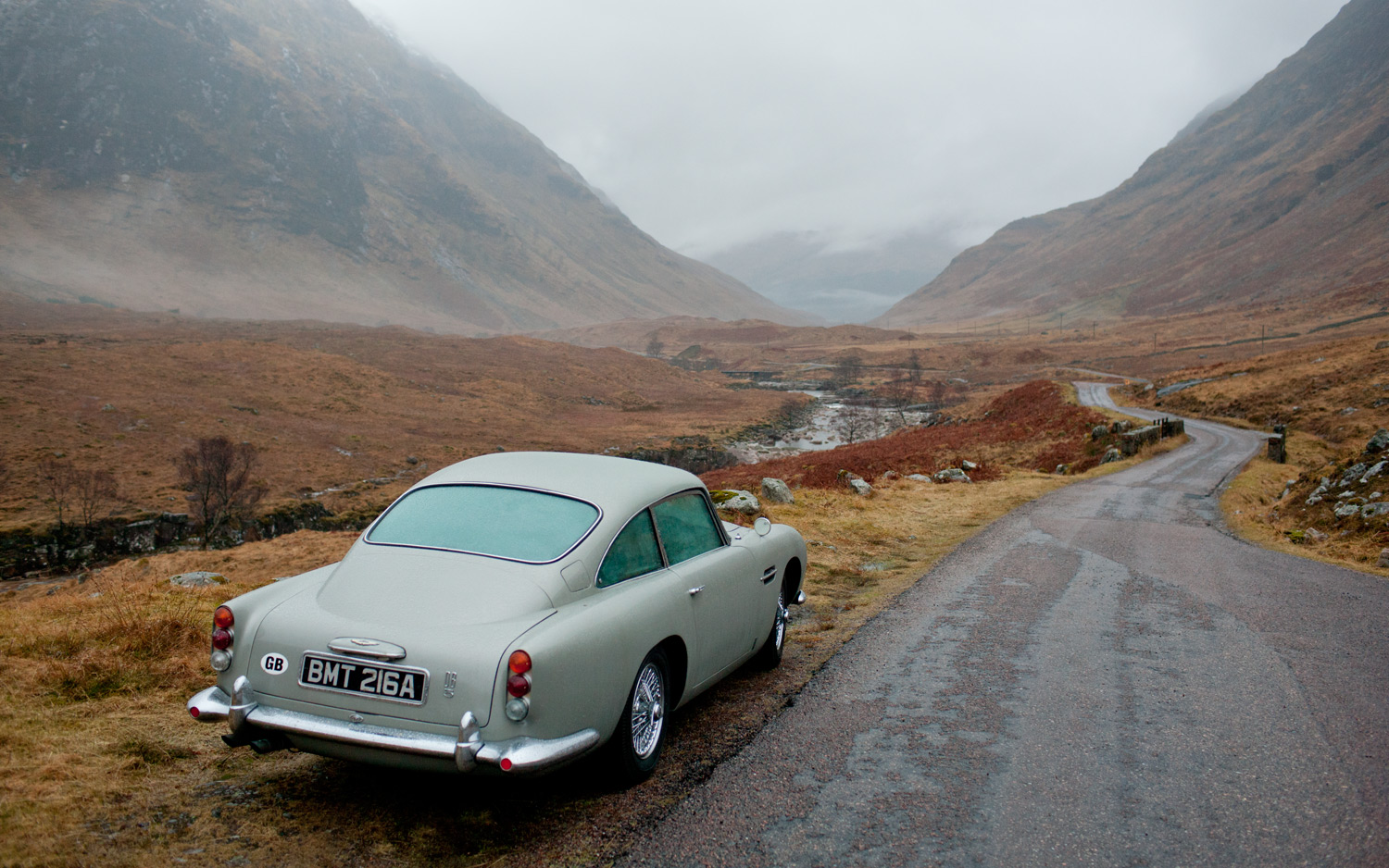 james bond and his love for aston martins | hippo prestige